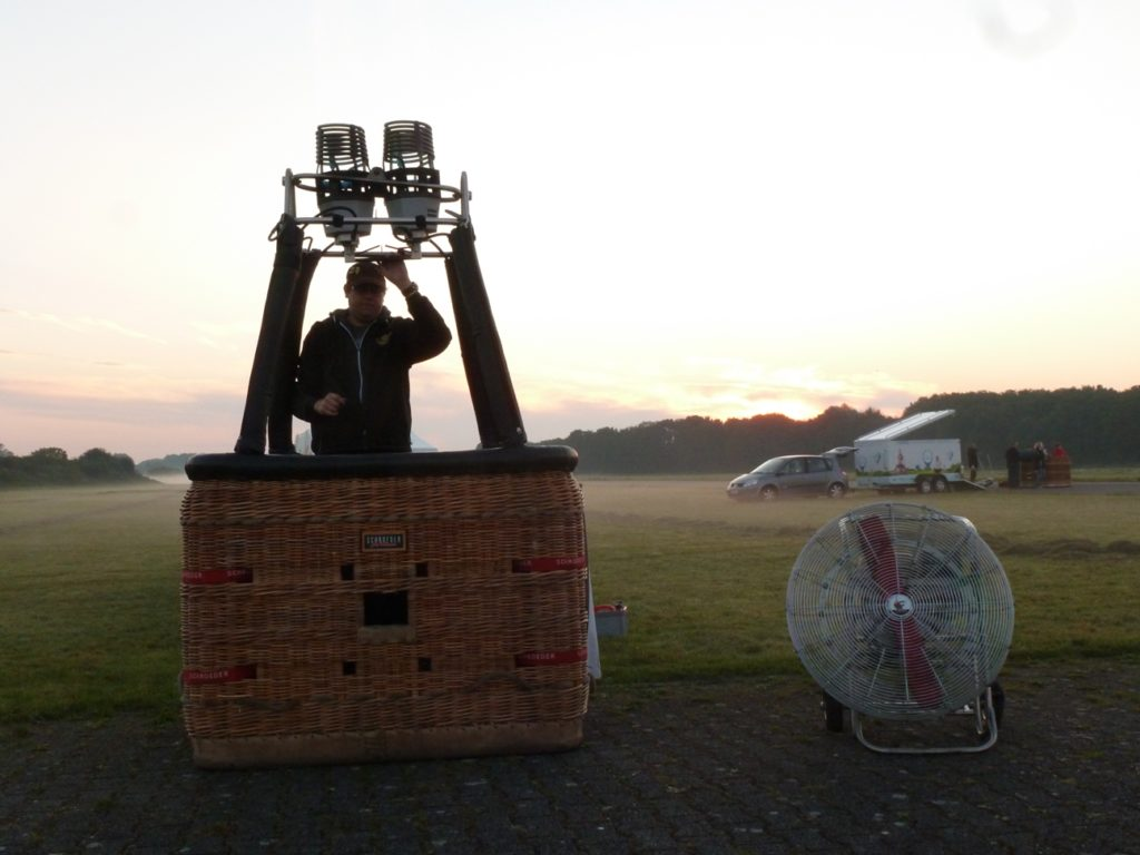 Ablauf Ballonfahrt, Ballonstart Kai Lingnau, Ballonkorb, Ballonstart Flugplatz Hamm