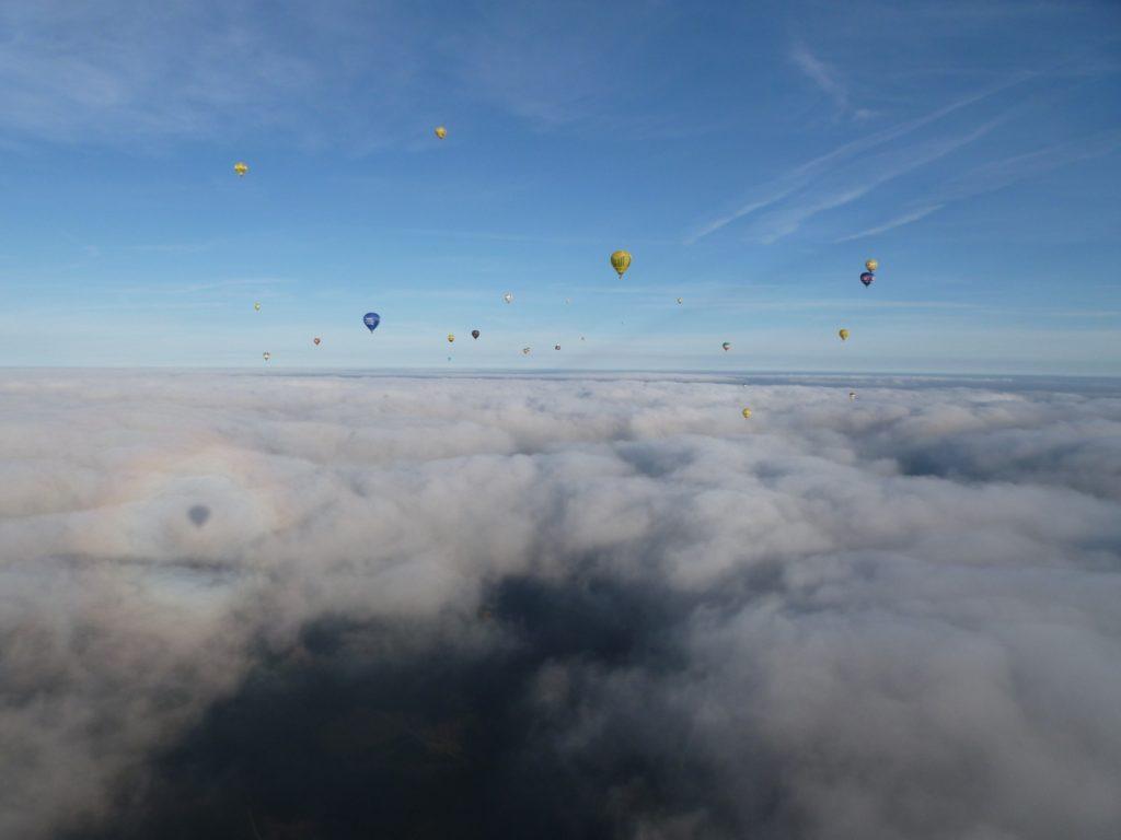 Wetter Ballonfahrt, Ballone vor Wolken, Warsteiner Montgolfiade, WIM