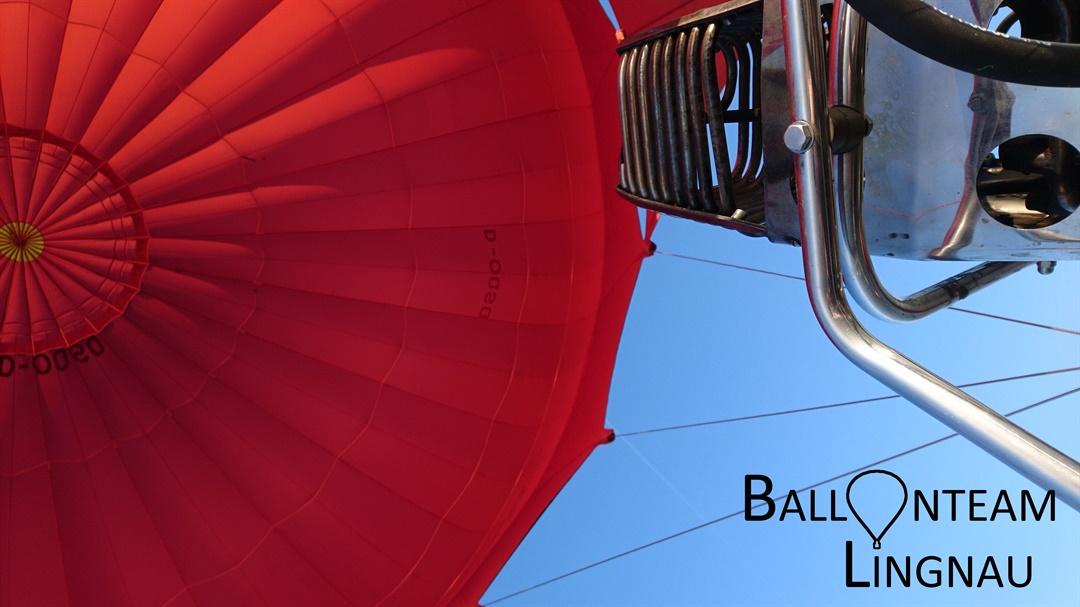 roter Heißluftballon